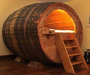 Beer-barrel-bedroom-m