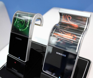 Bendable-screens-for-smartphones-will-be-out-early-2013-m