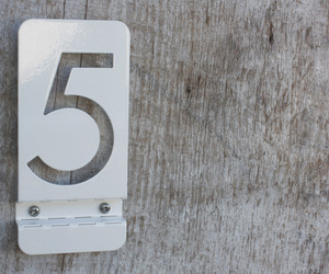 Bent-metal-house-numbers-m