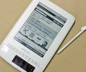 Biblio-leaf-a-solar-powered-ebook-from-toshiba-m
