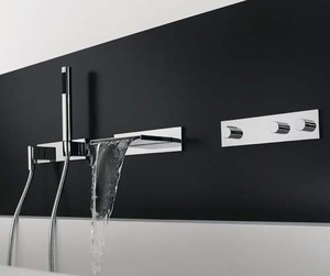 Black-white-bathroom-interior-m