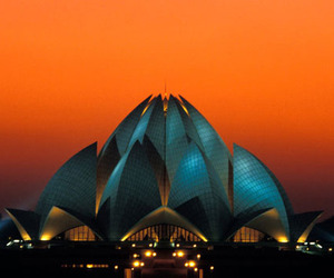 Blossoming Architecture: Lotus Temple in New Delhi