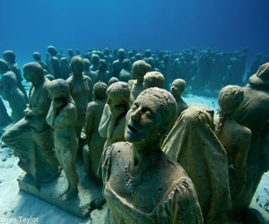 """Bodies"" Form Permanent Underwater Sculptural Installation"