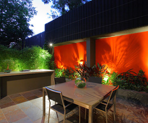 Bold-feature-wall-for-birchgrove-courtyard-design-m