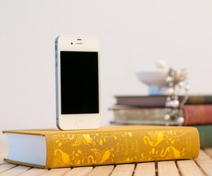 Booksi-recycled-books-iphone-charger-dock-2-m