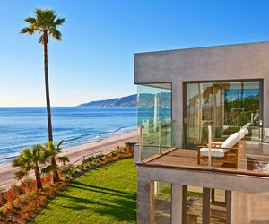 Brand-new-coastal-modern-residence-for-sale-in-malibu-m
