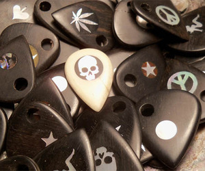 Brossard-handmade-guitar-picks-m