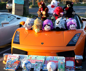 Car Enthusiasts Bring Toys to Kids