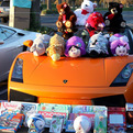Car-enthusiasts-bring-toys-to-kids-s