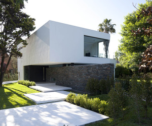 Carrara-house-by-andres-remy-arquitectos-m