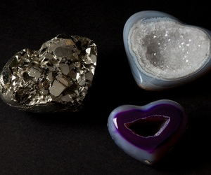 Carved-pyrite-and-agate-hearts-m