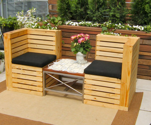Patio Furniture Made with Pallets http://www.materialicious.com/2011/01/chairs-from-recycled-pallets.html