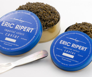 Chef-eric-ripert-offers-an-exclusive-caviar-m