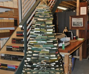 Christmas-tree-made-of-books-m