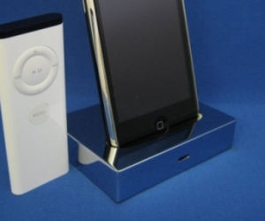 Chrome-ipod-dock-2-m