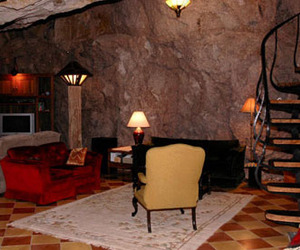 Chulo-canyon-cave-house-the-real-man-cave-m
