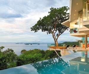 Cliff-home-floats-into-the-seascape-of-costa-rica-m