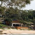 Clinton-murrays-gunyah-beach-house-in-bundeena-australia-s