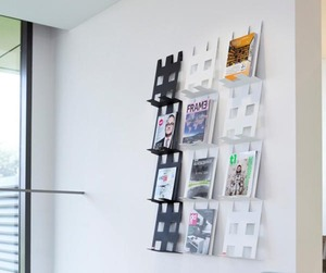 Coen-foldr-a-wall-mounted-magazine-holder-m