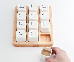 Coffee-cups-inspired-by-the-apple-computer-keyboard-m