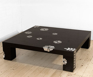 Coffee-table-with-aluminum-inserts-m