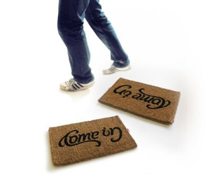 Come-in-and-go-away-reversible-doormat-m