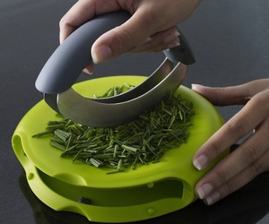Compact-herb-chopper-m