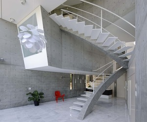 Concrete-house-in-kyoto-by-atelier-boronski-m