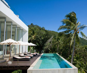 Constrasting-the-lush-vegetation-of-koh-samui-villa-beige-m