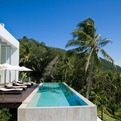 Constrasting-the-lush-vegetation-of-koh-samui-villa-beige-s