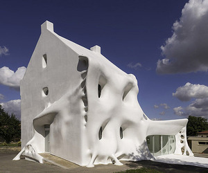 Gue(ho)st House A Contemporary Art Gallery in France