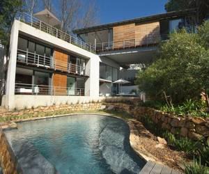 Contemporary-bridge-house-in-cape-town-m
