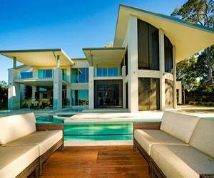 Contemporary-waterfront-home-in-sanctuary-cove-m