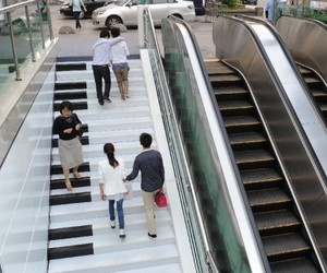 Creative-piano-stairs-for-pedestrians-in-hangzhou-china-2-m