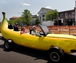 Cruise-along-the-banana-car-m