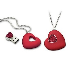 Cute-heart-pendant-with-hidden-usb-drive-m