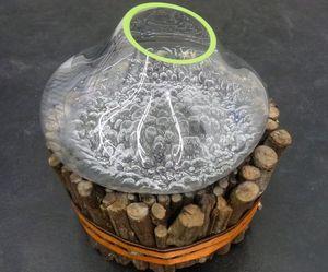 Cuttingtextured-glass-vessels-m
