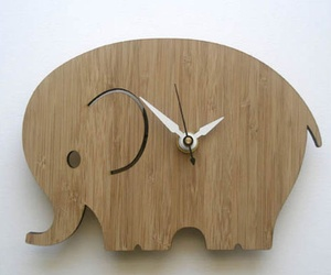 Decoylab-modern-animal-clock-m