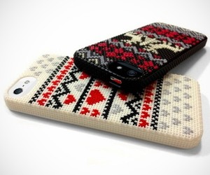 Diy-cross-stitched-iphone-5-cases-m
