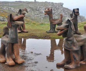 Dogs-made-from-old-rubber-boots-m