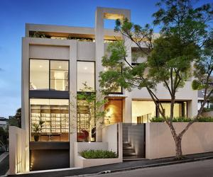Domain Road Residence in South Yarra