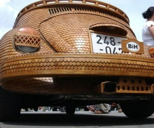 Drivable-vw-beetle-made-of-wood-m