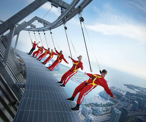 Edge-walk-cn-tower-toronto-m