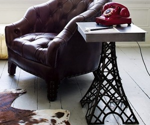 Eiffel-tower-table-m