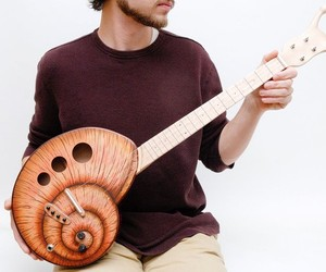Electric-snail-guitar-m