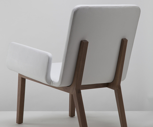 Enfold lounge chair by Mo Chiang