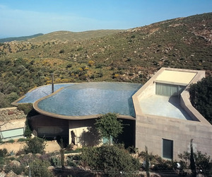 Exploding-house-in-bodrum-turkey-m