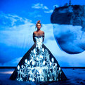 Fashion-tells-fairytale-with-light-projection-2-s