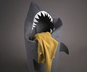 Felt-shark-laundry-hamper-m