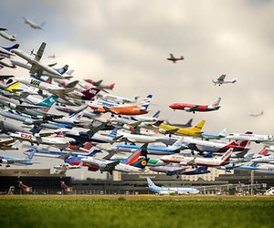 Five-hours-of-airplane-landings-in-25-seconds-m